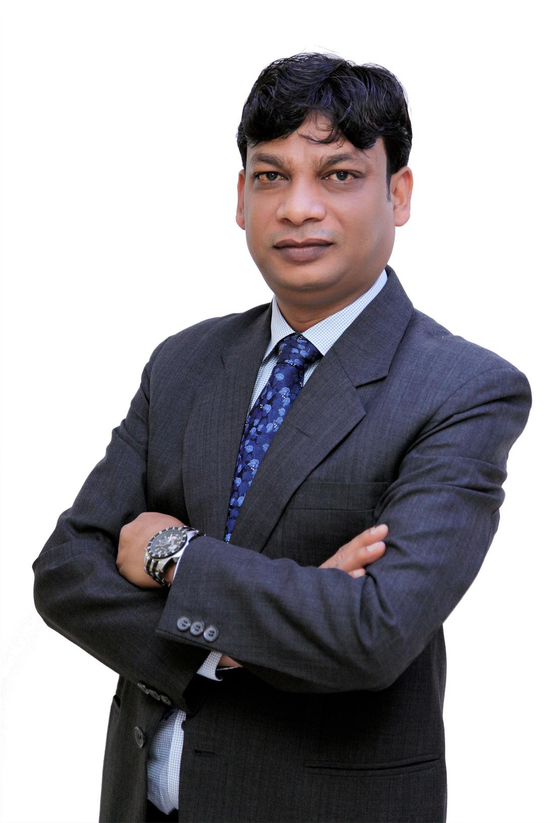 https://mgmmedical.ae/wp-content/uploads/2018/04/Dr-Rajeev-Garg.jpg